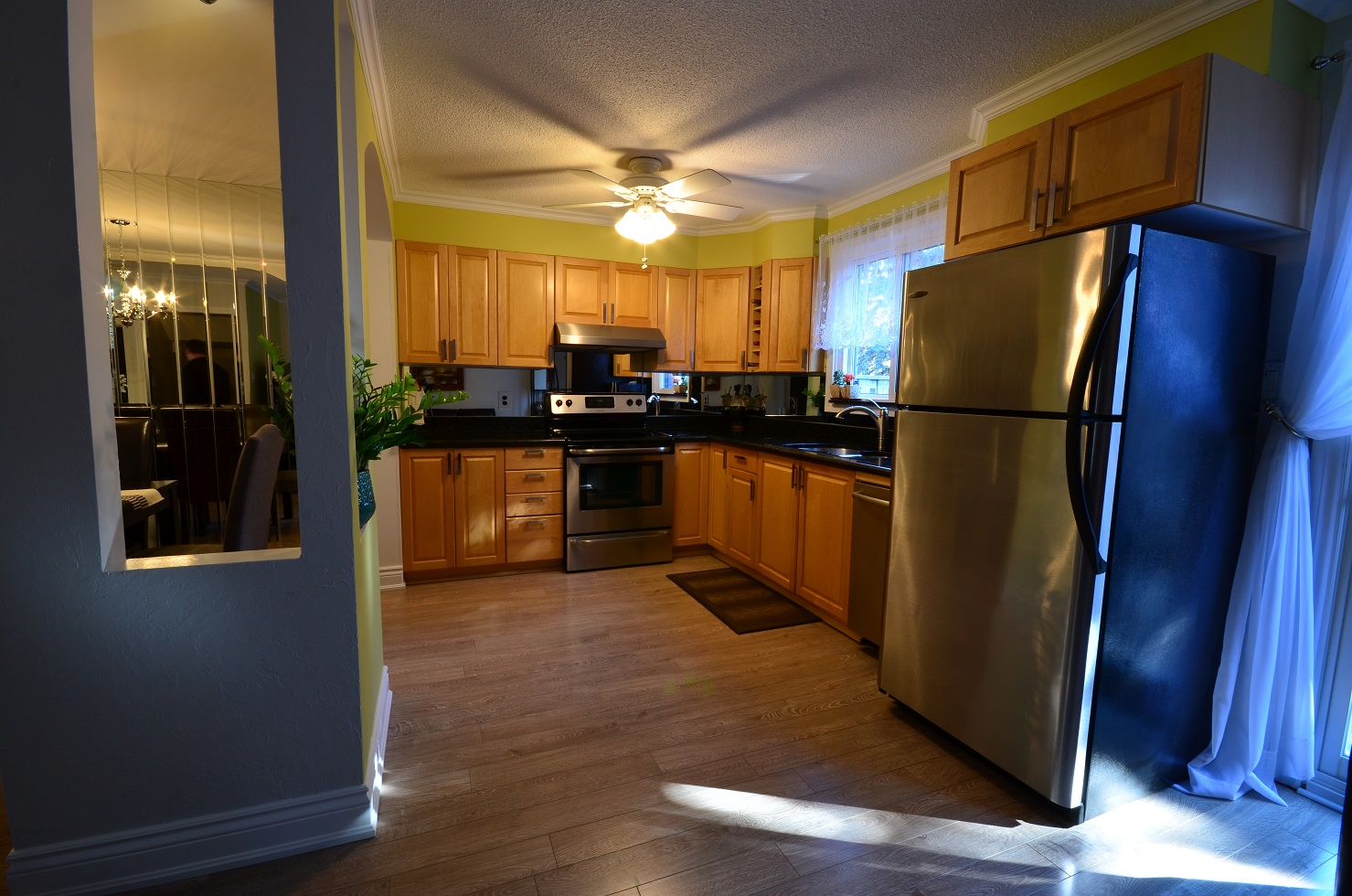 3 Bedroom Townhouse In Mississauga! Renovated Top To Bottom!
