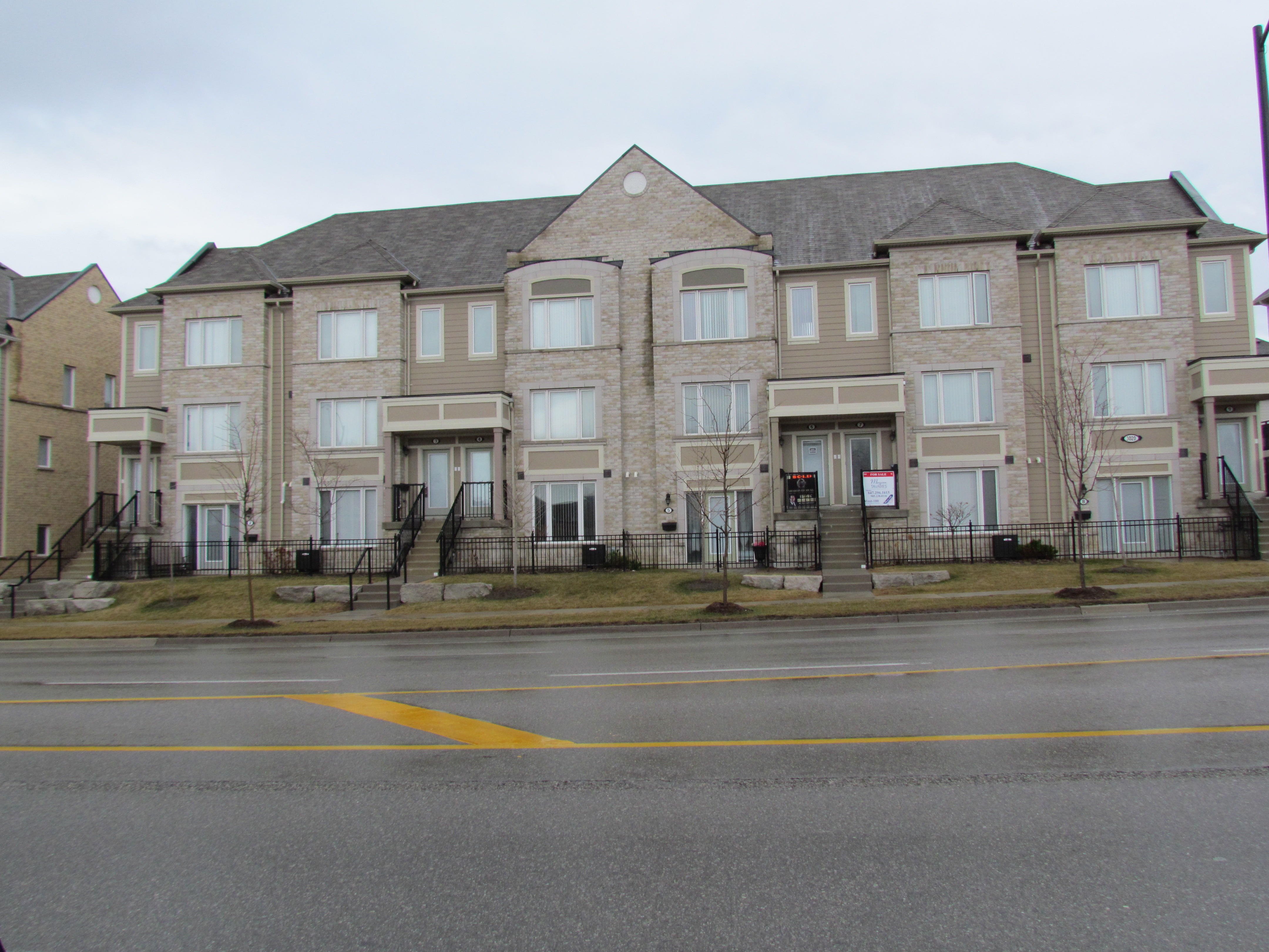 Charming 3 Bedroom Townhouse! Churchill Meadows Mississauga!