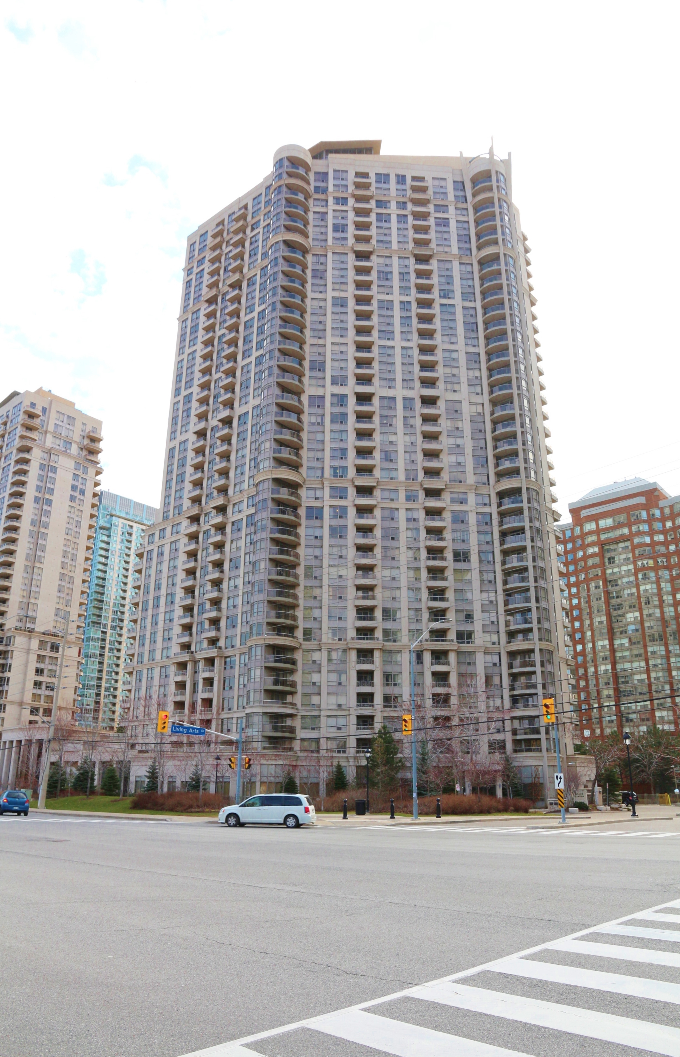 Desirable Ground Level 1+1 Condo In Mississauga! Oversized Private Terrace!
