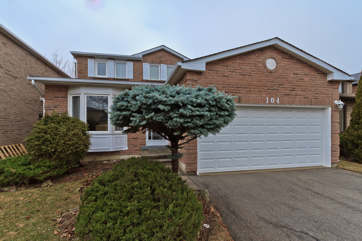 4 Bedroom Family Home For Sale! Popular Area Of Vaughan!