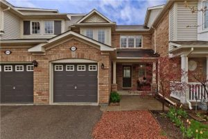 Renovated 3 Bedroom Oakville Townhouse! West Oak Trail Gem!