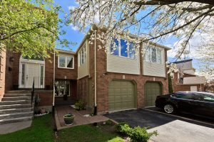 3 Bedroom Family Townhouse In Glen Abbey! Best Of Oakville!